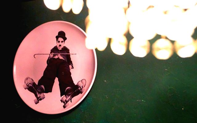 在无酒单酒馆,与Chaplin共享静默时光