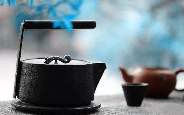 沏一壶茶,焚一炉香