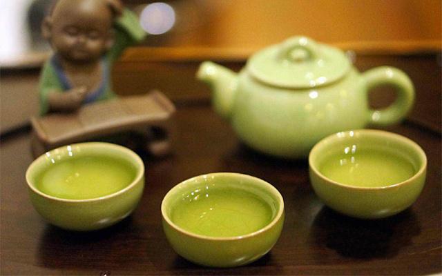 温馨弄堂里的小茶壶