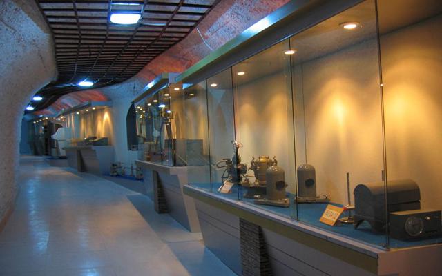 藏身防山洞里的博物馆