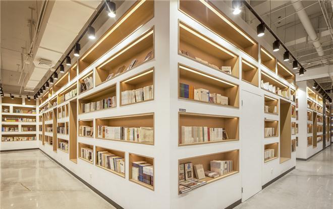 自在复合书店