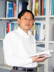 同济大学土木工程学院地下建筑与工程系教授朱合华照片
