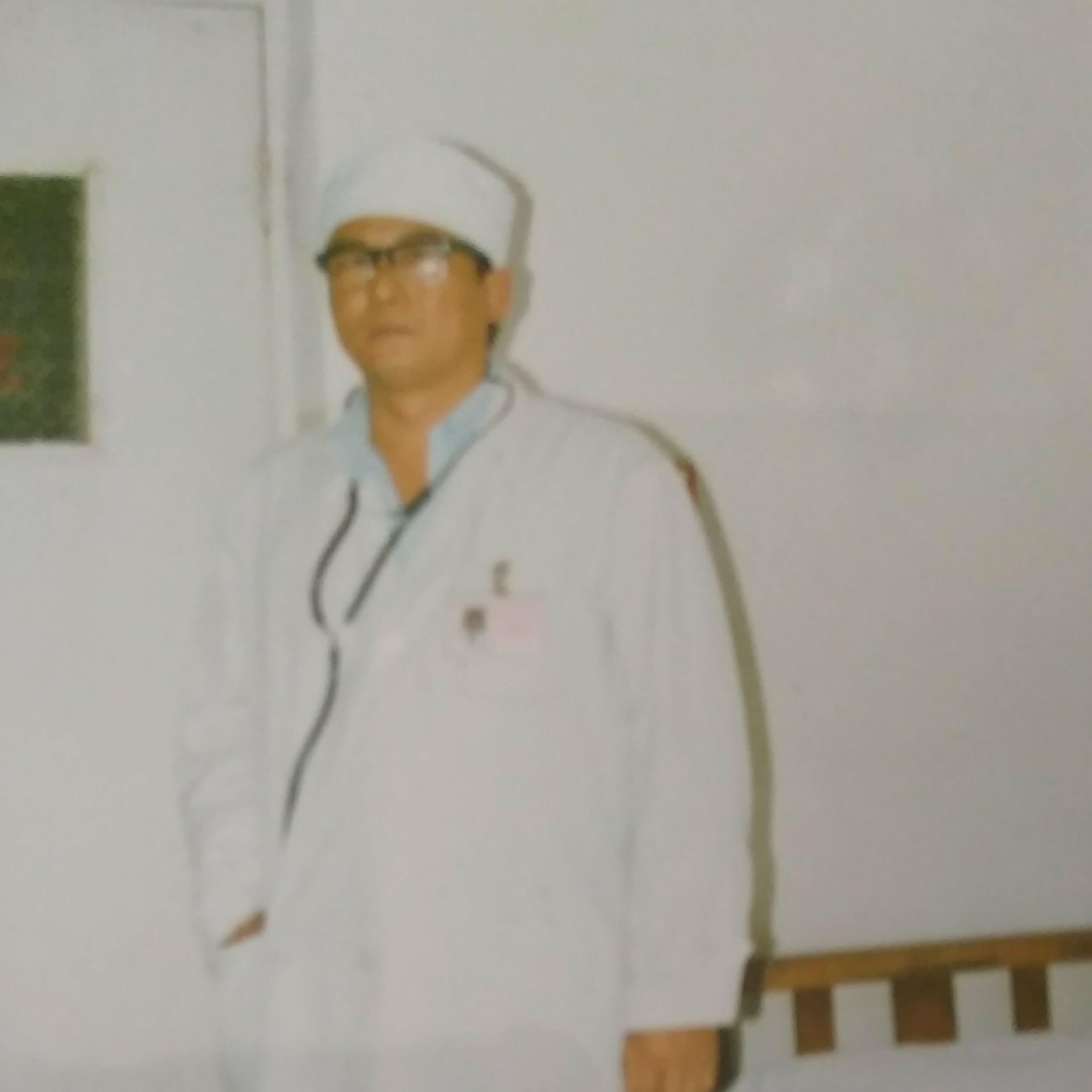 公立医院,内科主任等\n(民营医院兼业务院长)内科主任西诺其照片