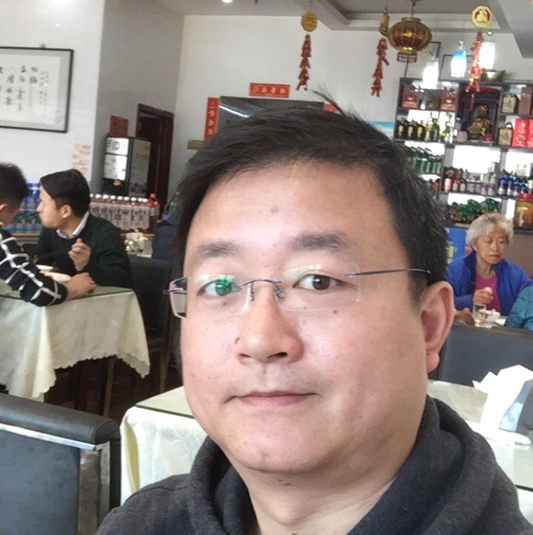 上海伟山贸易有限公司物流主管陈伟康照片