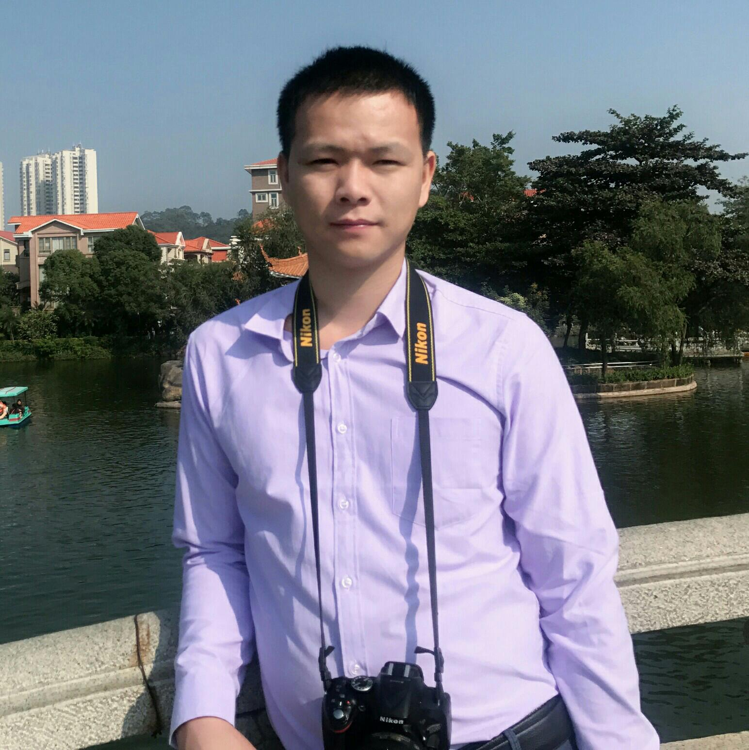 东莞市忠域模具有限公司生产主管谭少锋照片