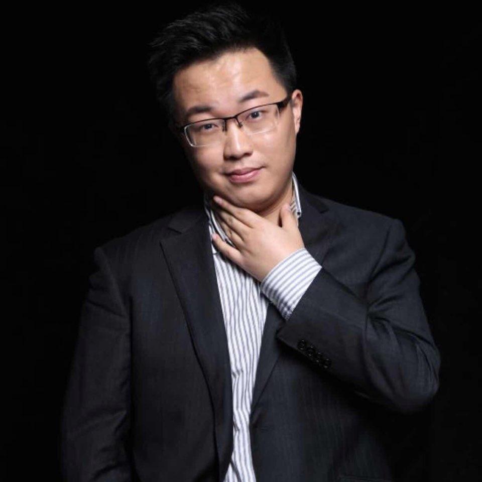 汉能投资集团副总青格尔照片