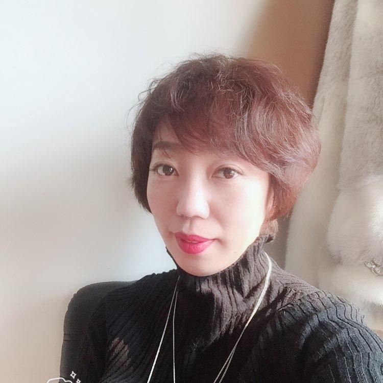 权品品牌管理有限公司助理苗春妍照片