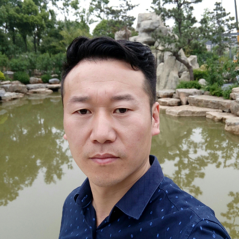 天津鸿飞黎民装饰工程公司副总曹文武照片
