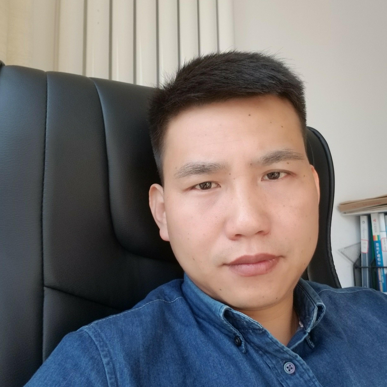 浙江万翔幕墙装饰工程有限公司副总李麒麟照片