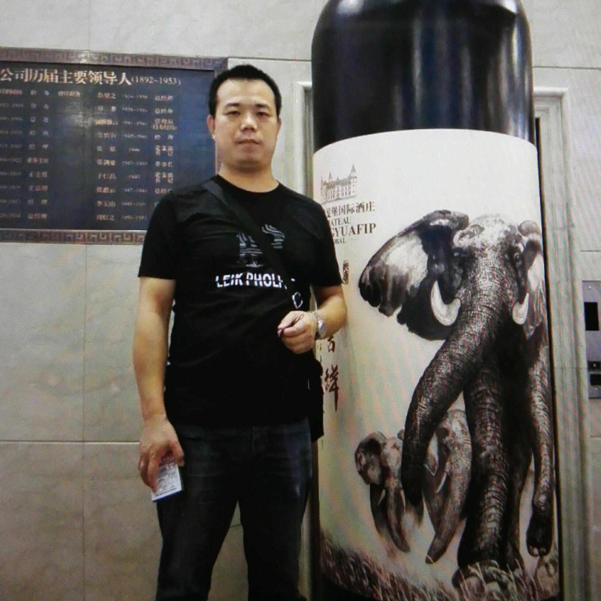 广州市丝仟缕纺织品有限公司CEO李浩波照片