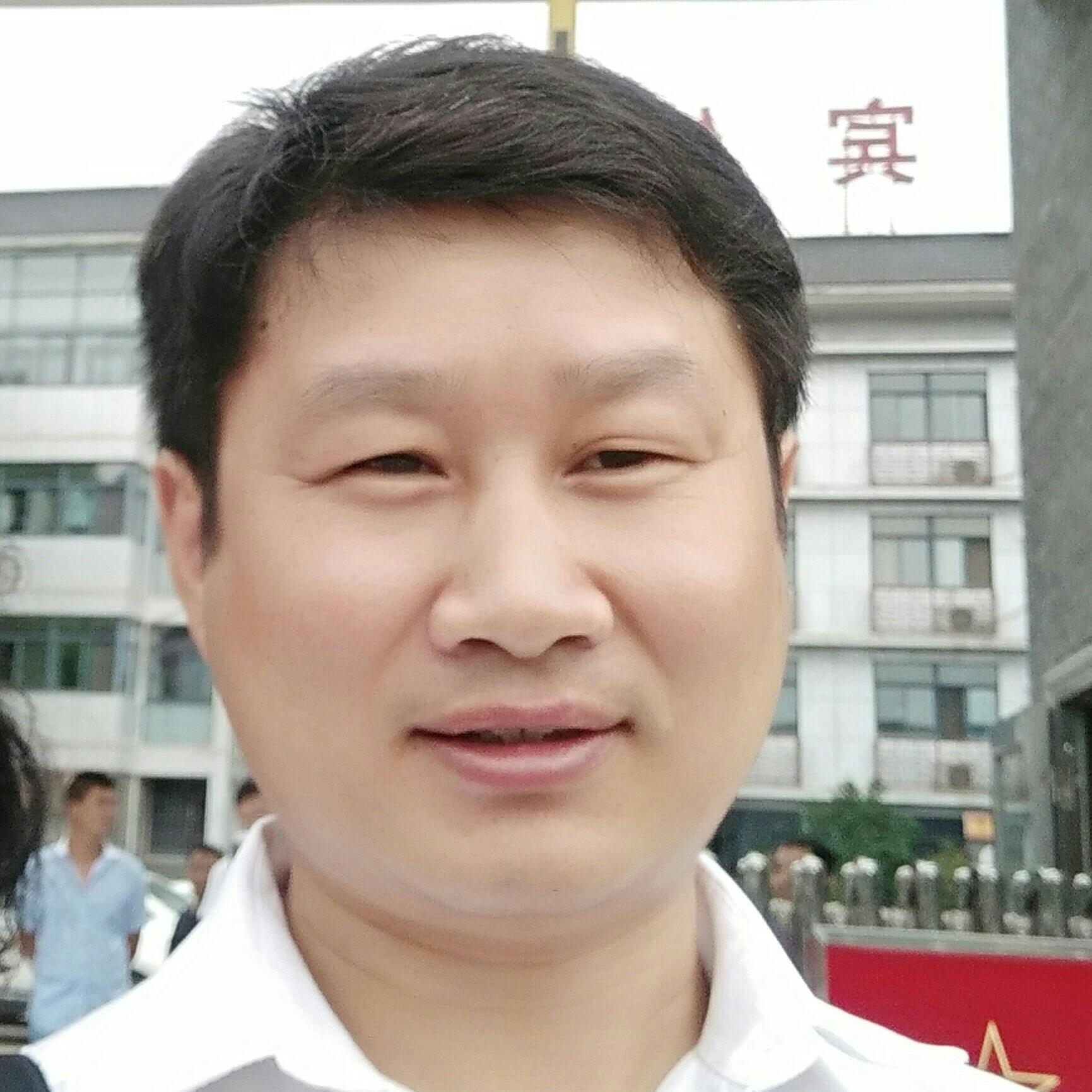 华庭装饰公司经理陈有春照片
