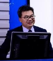 深圳大学特聘教授邱国平照片