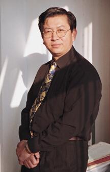 清华大学经济外交研究中心主任何茂春照片