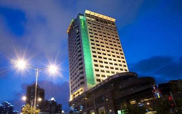 上海古井假日酒店