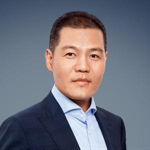 德龙控股有限公司 董事局主席丁立国照片