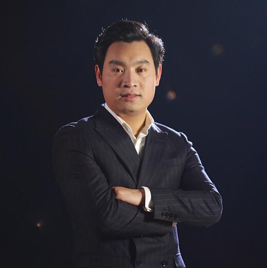 华银控股集团董事长杨帆照片