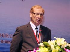 Magna 电动汽车公司总裁BobGalyen照片