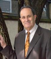 北美赏石协会主席汤姆斯·伊莱亚斯