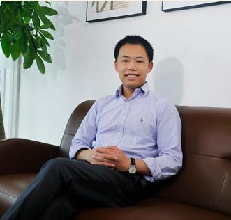 其才网CEO彭俊峰照片