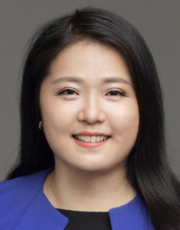 鹏华资产管理执行副总裁郑怡照片