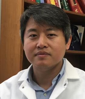 美国匹兹堡大学教授卢斌峰