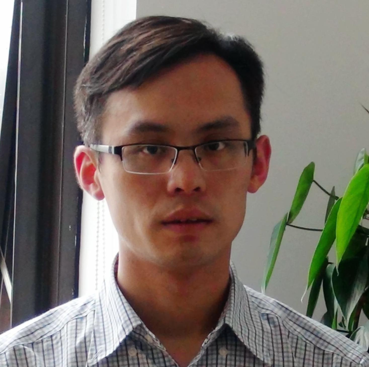 水晶光电CTO张文字照片