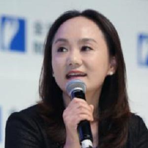伊利集团副总裁周劲鹰照片
