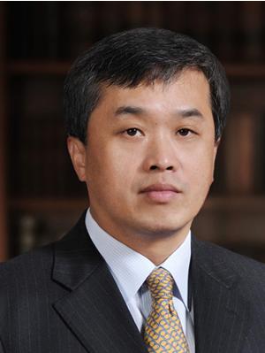 中国信托业协会会长陈一松照片