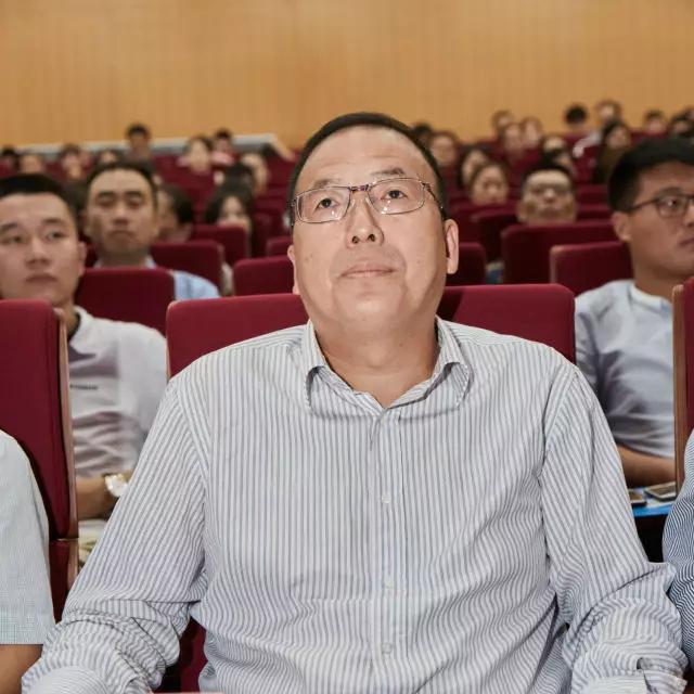 上海交大继教学院国际连锁联谊会会长赵洪文照片