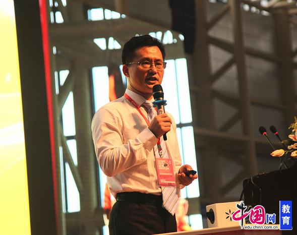新加坡励知学院院长甘波