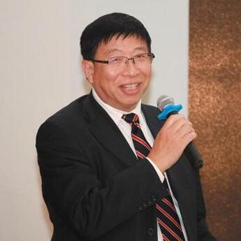 上海包玉刚实验学校校长吴子健照片