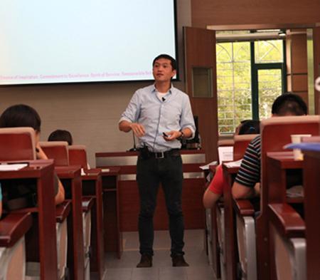 香港理工大学教授黄旭