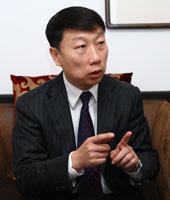 伊利集团副总裁靳彪照片