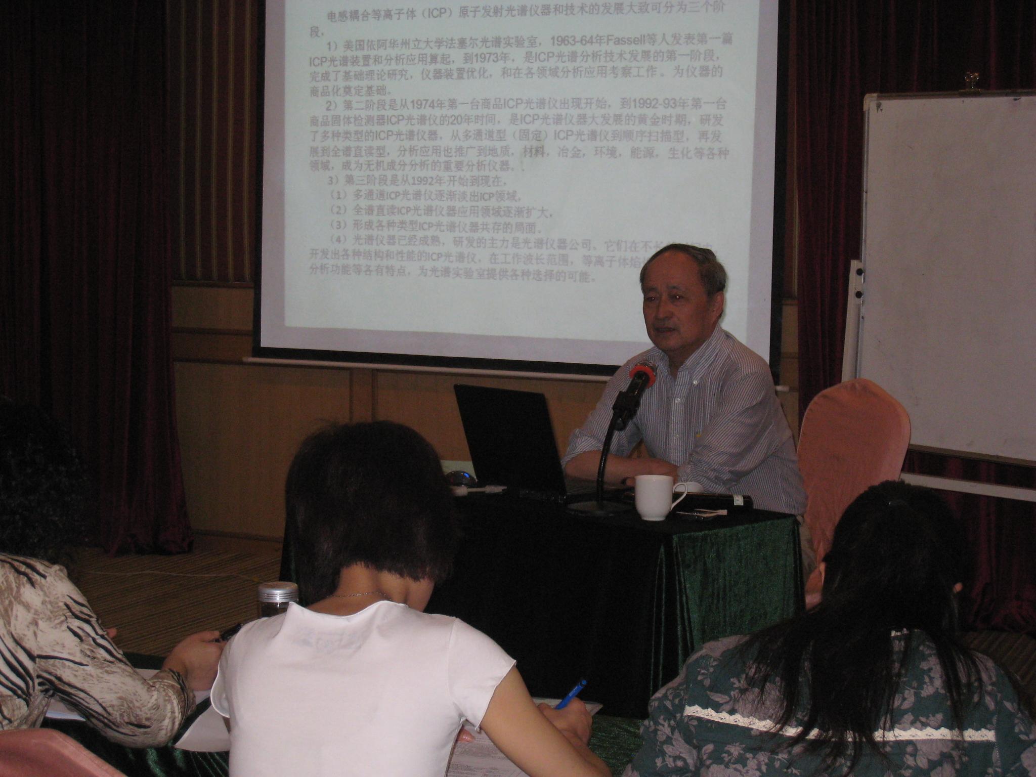 清华大学教授辛仁轩照片