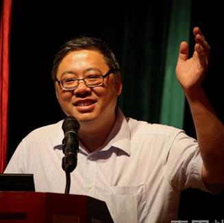 广东省春桃慈善基金会副秘书长刘诗伯照片
