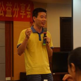 满天星青少年公益发展中心创办人梁海光照片
