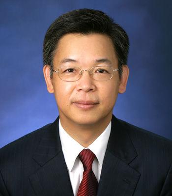 北京大学国家发展研究院副院长黄益平照片