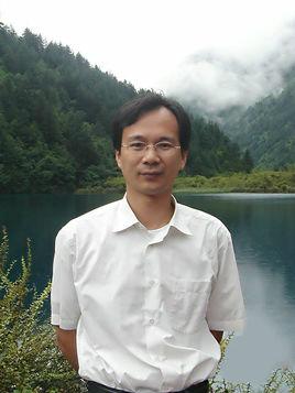 武汉大学特聘教授万显荣
