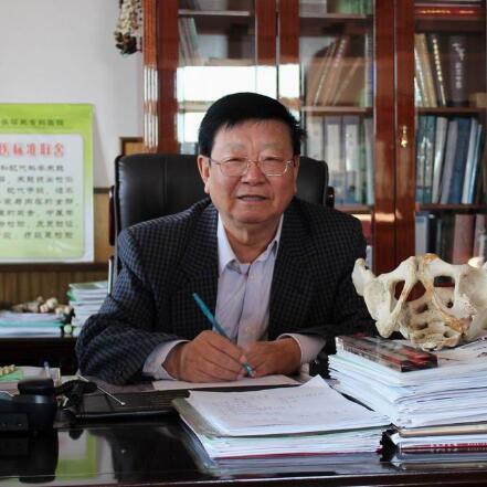 北京皇城股骨头坏死专科医院院长黄克勤