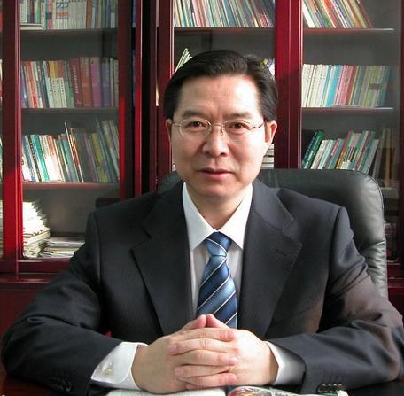 清华大学附属中学校长王殿军照片