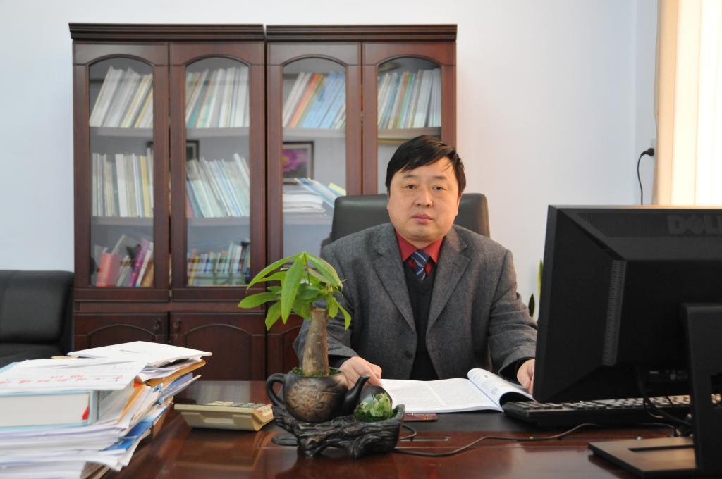 河南中医药大学药学院党委书记兼副院长陈随清照片