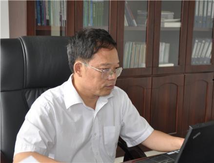 农业部沼气科学研究所总工程师邓良伟照片