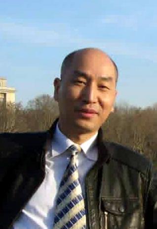 广东万和新电气股份有限公司热能科技拓展中心总经理钟家淞照片