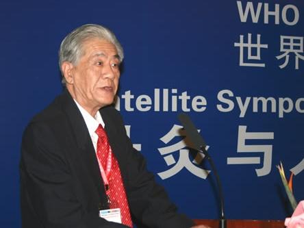 中国针灸学会名誉会长李维衡照片