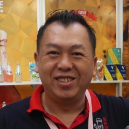 香港王子食品厂董事长曾伟