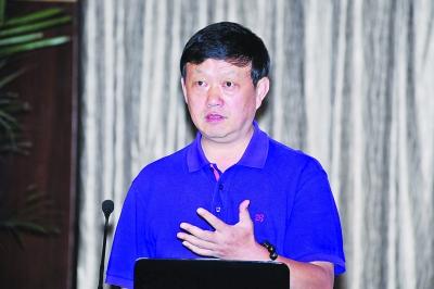 南京邮电大学信息产业发展战略研究院院长王春晖照片