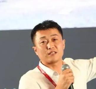 深圳市捷晶能源科技有限公司 营销副总张鹤龙照片