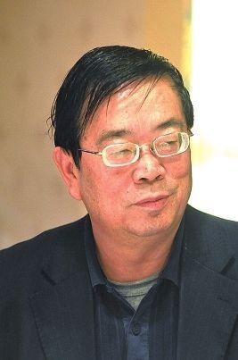 云南大学经济学院教授胡其辉照片