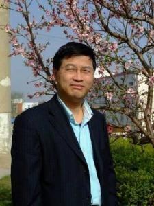 大连工业大学教授朱靖博照片