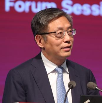 中国投资有限责任公司 副董事长、总经理屠光绍
